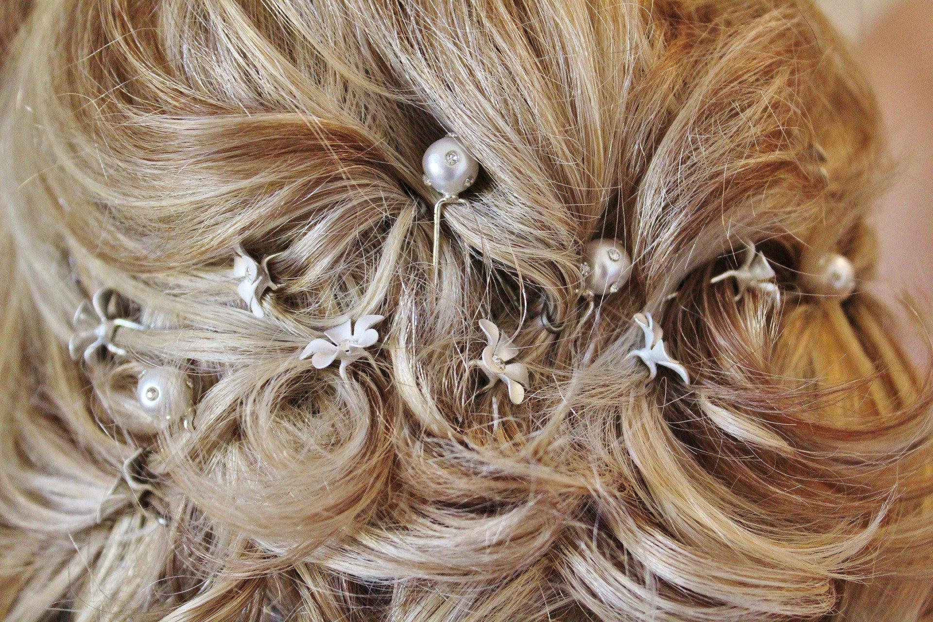 Włosy dumą kobiety – akcesoria do włosów