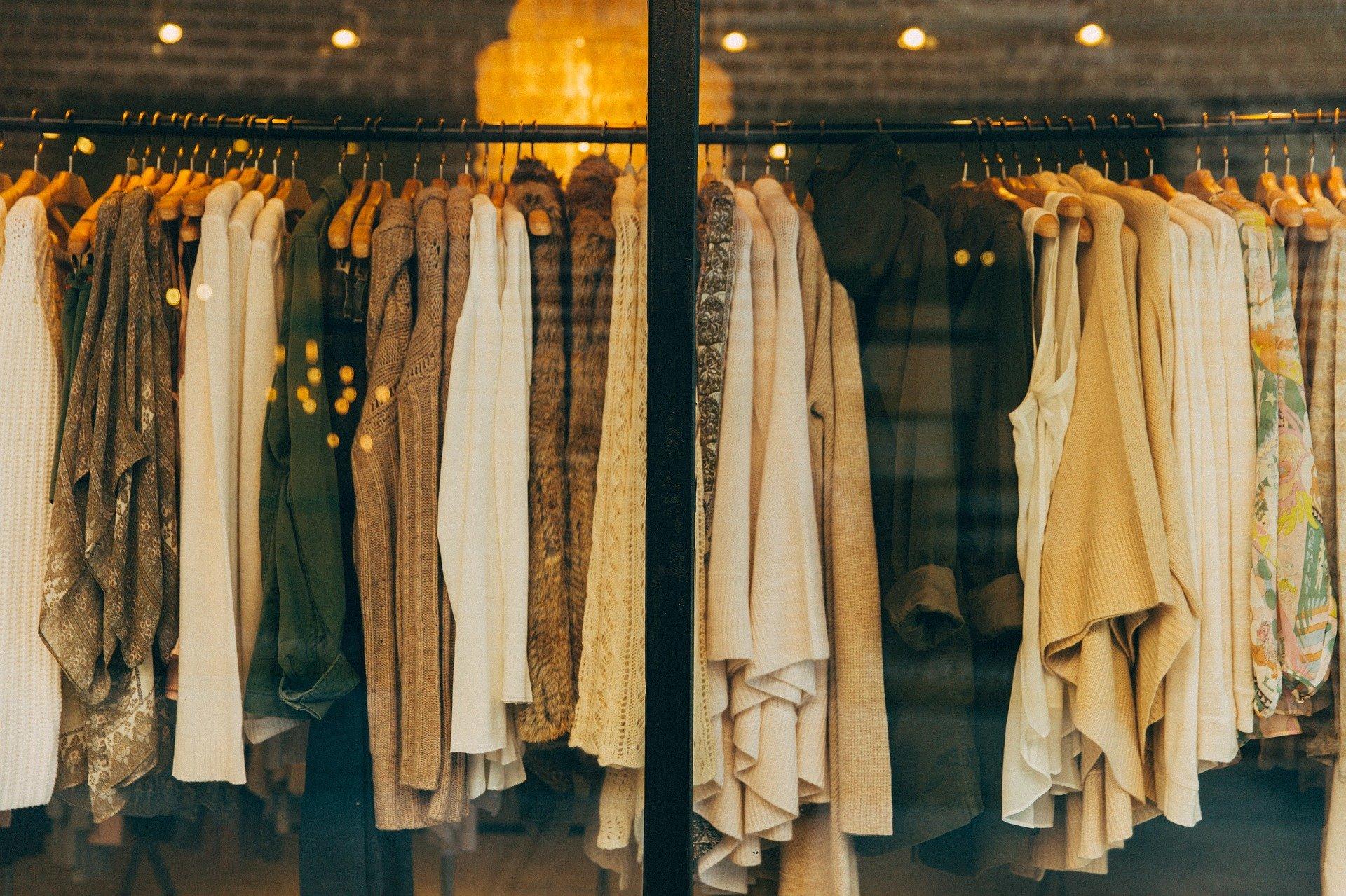 Tworzenie własnego stylu – wykorzystanie uniwersalnych ubrań
